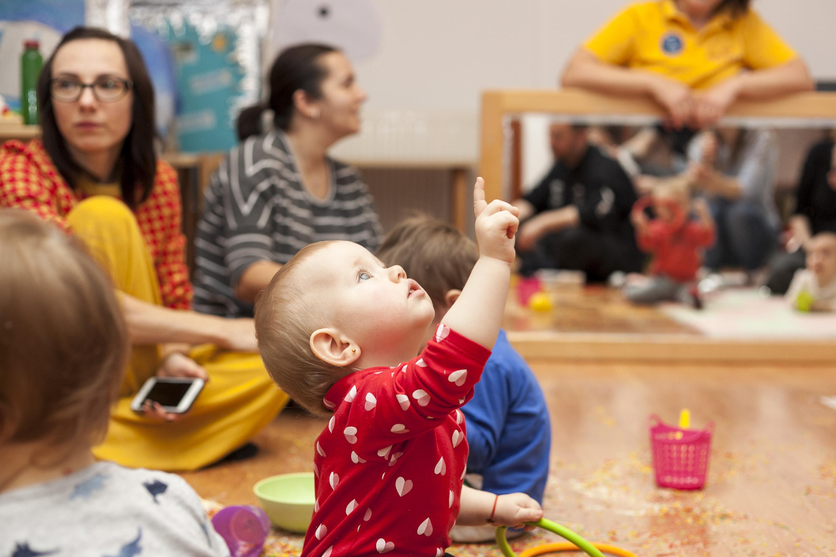 cum dezvolti curiozitatea copilului